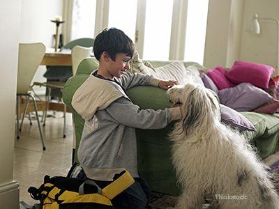 Băiat cu câine erou